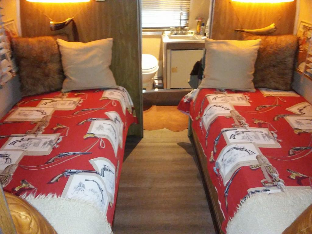 Twin Beds Of Gussy The Argosy