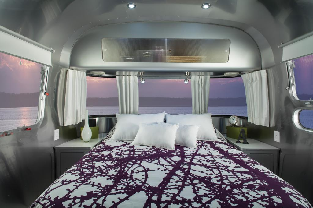 2013 airstream international sterling 27 39 fb obsidian for Airstream decor