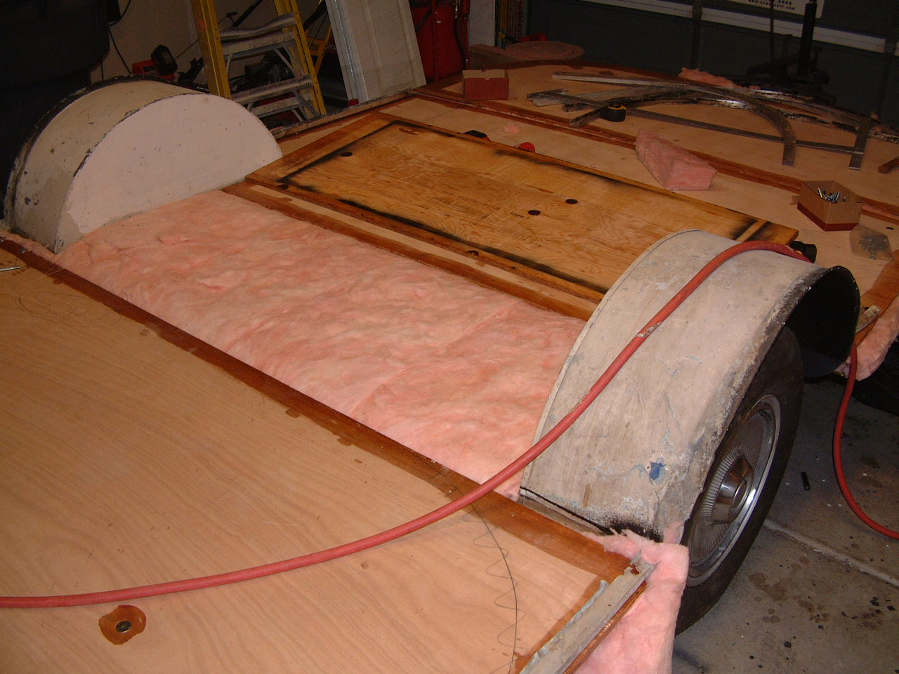 Floor and insulation