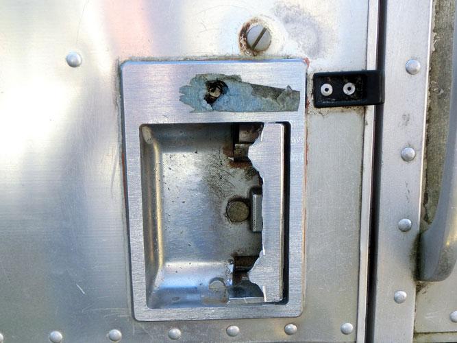 Broken Door Handle | Airtsreamnomads.com