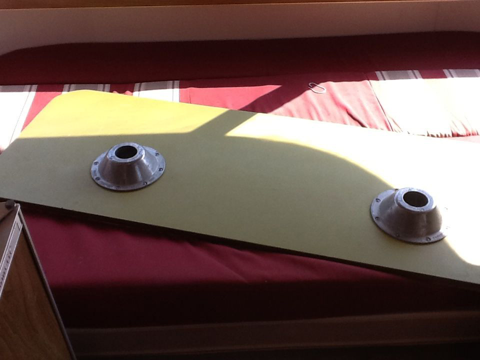 L Dinette Table   Argosy 22 Rd