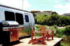 On_the_deck_of_Ann_s_Cabana.JPG