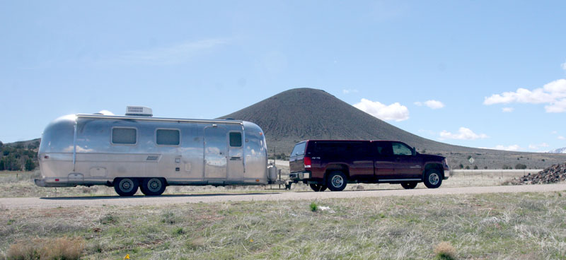 Click image for larger version  Name:IMG_0599 veyo volcano and overlander-s.jpg Views:55 Size:86.4 KB ID:100650