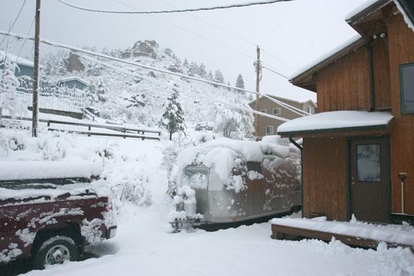 Click image for larger version  Name:IMG_0968 april snow overlander-s.jpg Views:67 Size:89.4 KB ID:101091