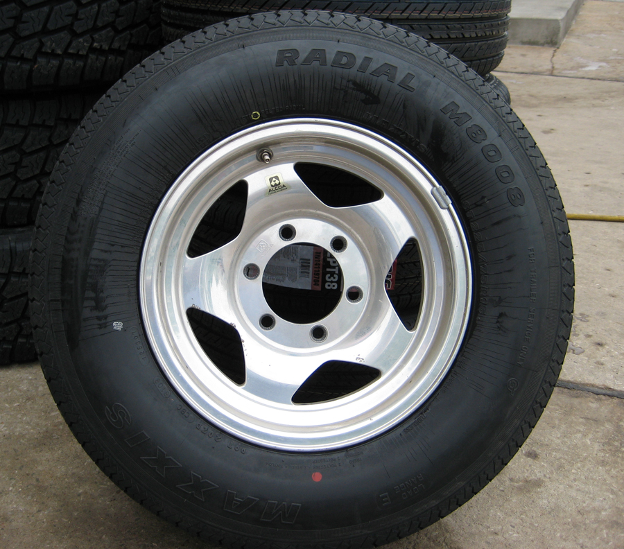 Click image for larger version  Name:new_tire_mounted.jpg Views:61 Size:554.6 KB ID:101247