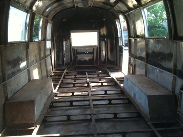 Click image for larger version  Name:Airstream gutted.jpg Views:468 Size:43.0 KB ID:102281