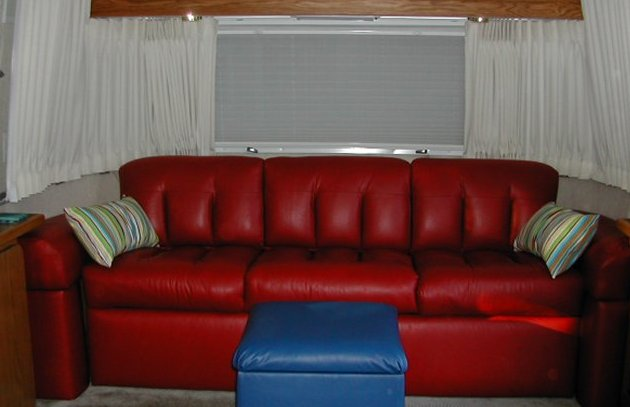 Click image for larger version  Name:couch.jpg Views:124 Size:34.2 KB ID:10260