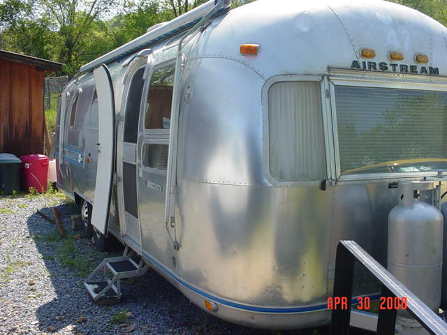 Click image for larger version  Name:1976 Airstream 008.jpg Views:79 Size:59.4 KB ID:103688