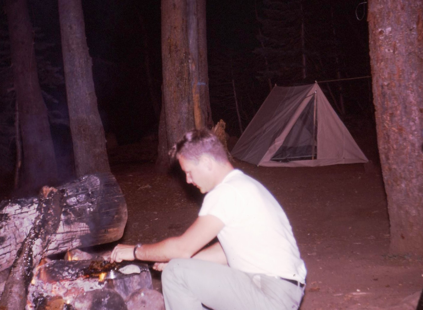 Click image for larger version  Name:tent camping.jpg Views:55 Size:227.0 KB ID:103692