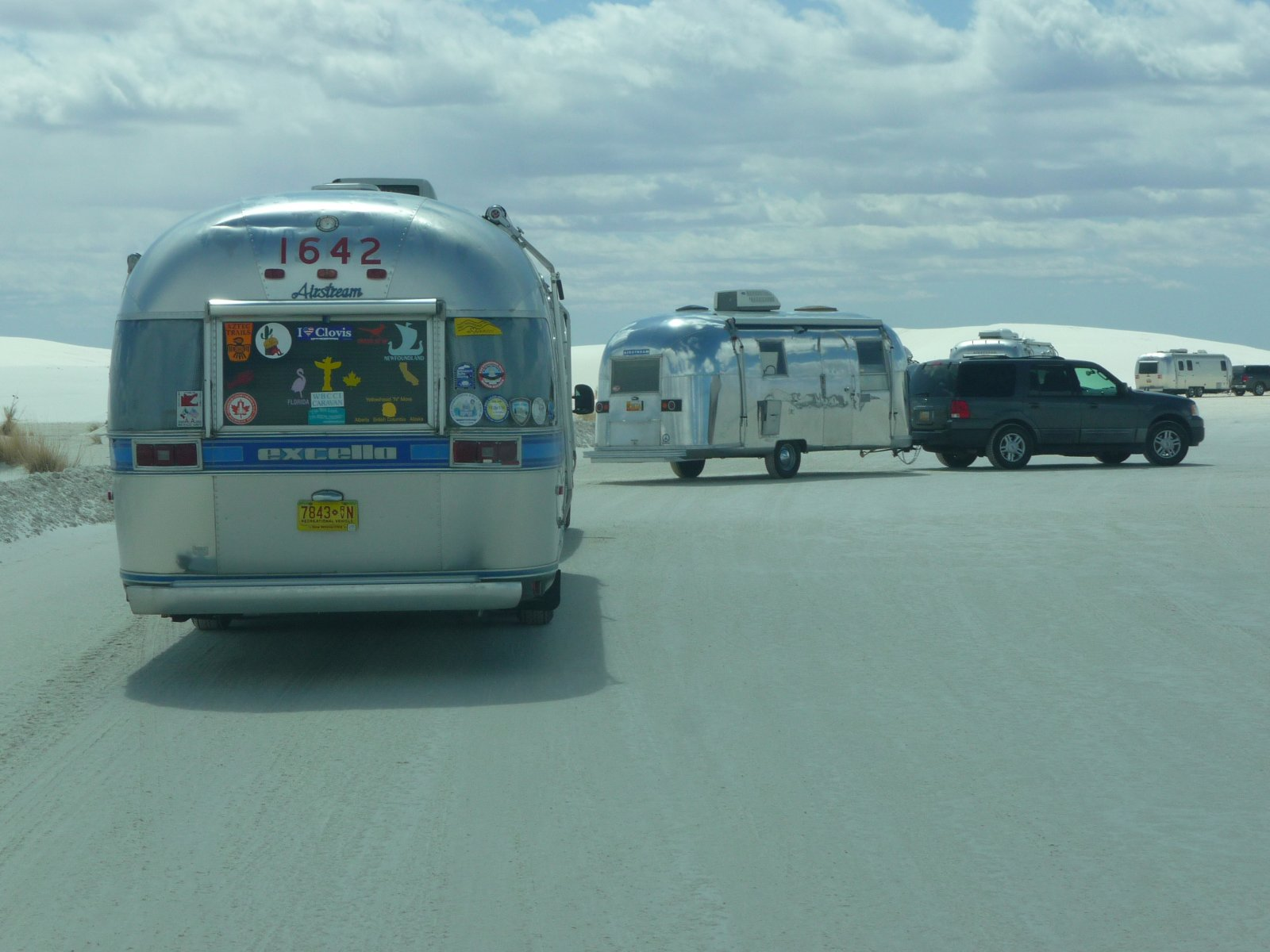 Click image for larger version  Name:White Sands Airstreams arriving.jpg Views:89 Size:204.6 KB ID:104063