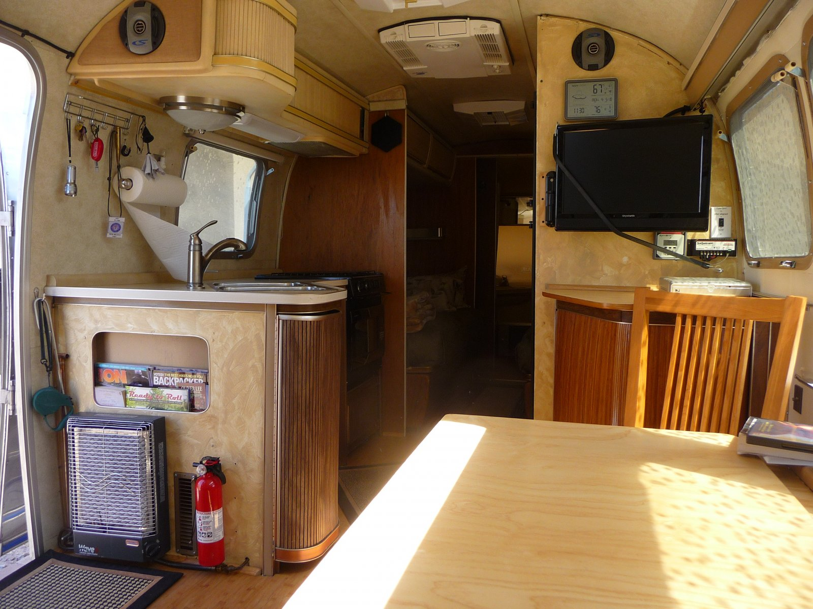 Click image for larger version  Name:Main Cabin looking Aft.jpg Views:269 Size:325.3 KB ID:104151