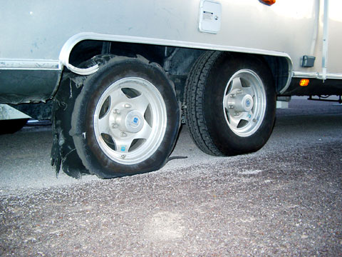 Click image for larger version  Name:tire_blow2.jpg Views:87 Size:53.4 KB ID:10475