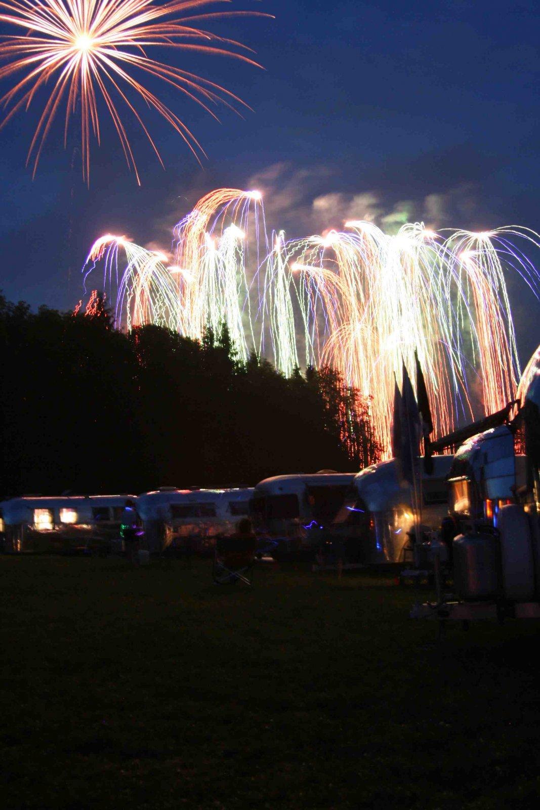 Click image for larger version  Name:bash fireworks1.jpg Views:186 Size:227.6 KB ID:105762