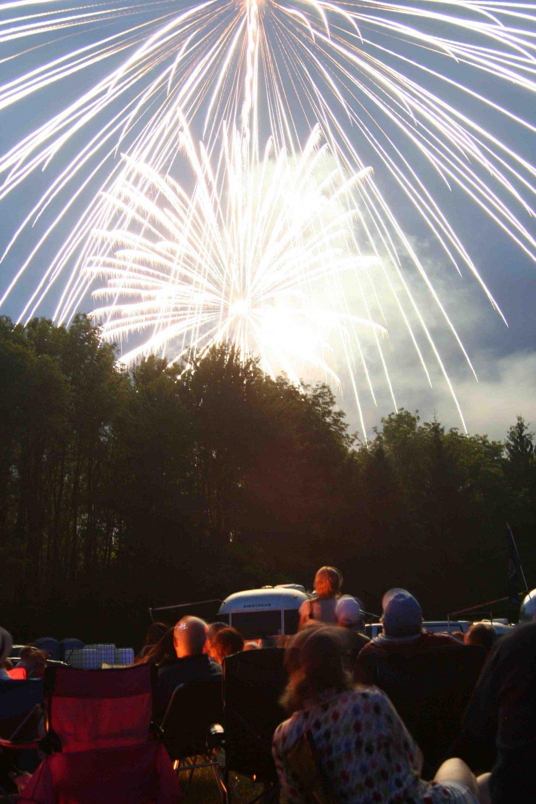 Click image for larger version  Name:bash fireworks2.jpg Views:51 Size:247.5 KB ID:105763