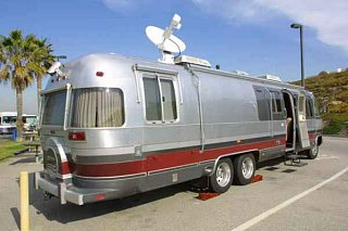 Click image for larger version  Name:img_1929_internet_sat_airstream_rear600x600.jpg Views:418 Size:20.6 KB ID:106
