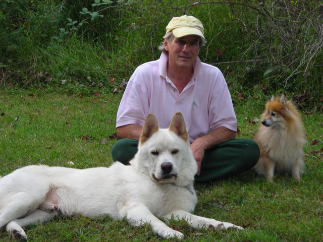 Click image for larger version  Name:2 dogs and me.jpg Views:58 Size:76.2 KB ID:106754
