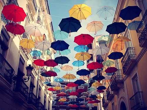 Click image for larger version  Name:umbrella_alley.jpg Views:52 Size:338.7 KB ID:107328