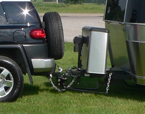 Click image for larger version  Name:Toyota FJ & Bambi hitch.jpg Views:114 Size:83.7 KB ID:107907