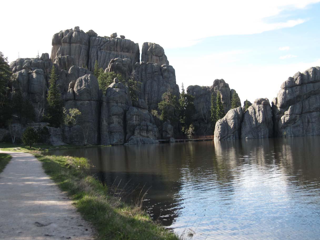 Click image for larger version  Name:Sylvan Lake - A.jpg Views:86 Size:145.2 KB ID:107930