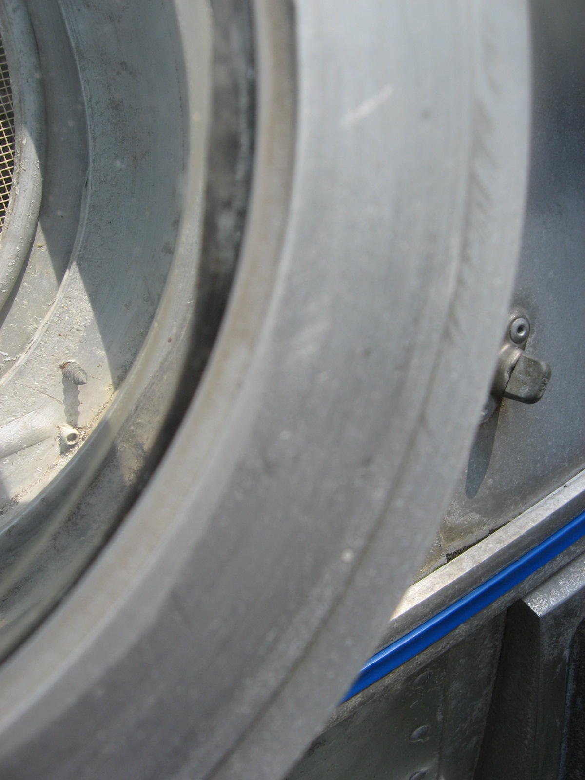 Click image for larger version  Name:Airstream front clearcoat 001.jpg Views:57 Size:389.7 KB ID:108339