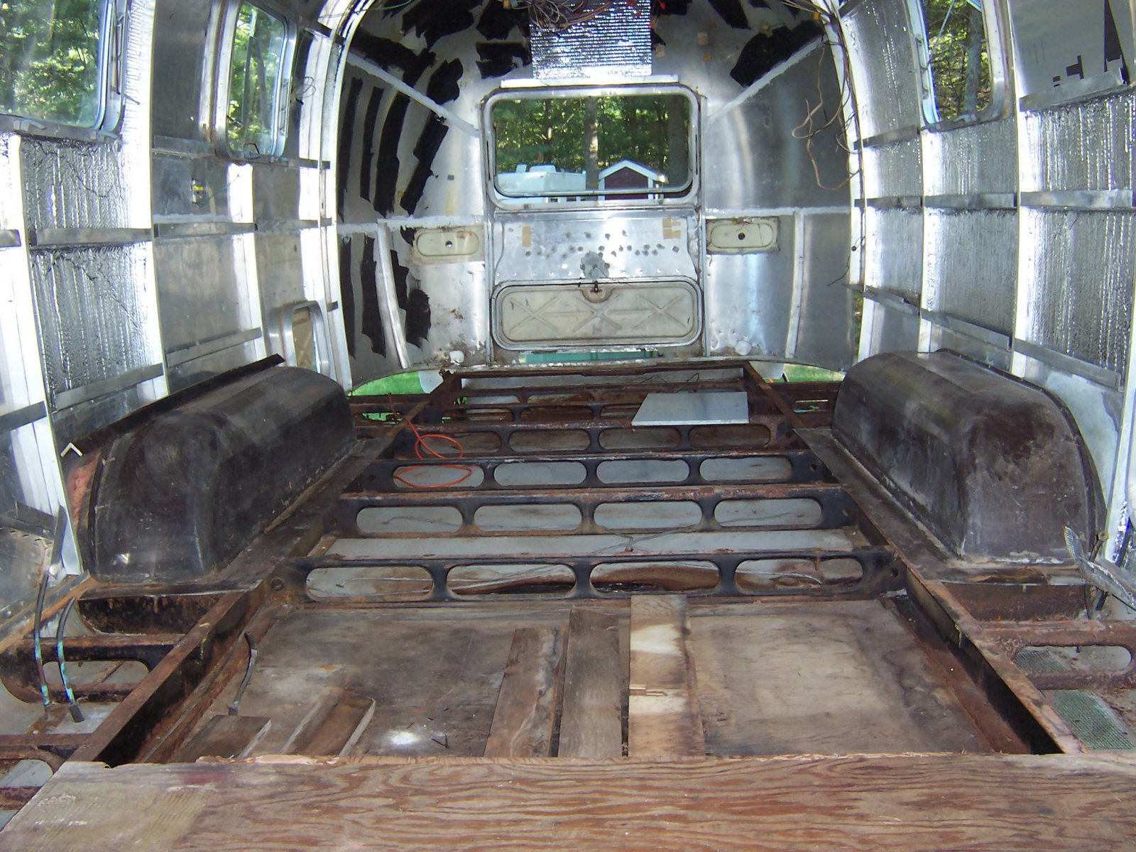 Click image for larger version  Name:Summer 2010 Airstream 004.jpg Views:187 Size:388.2 KB ID:109676