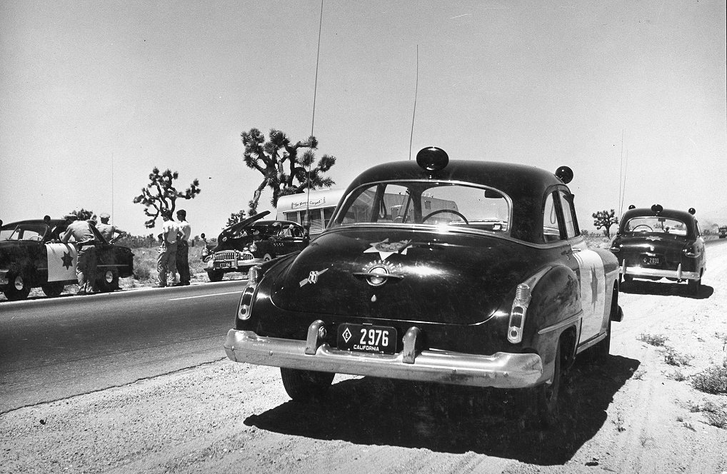 Click image for larger version  Name:Olds 88 And Some 1949 Fords Too.JPG Views:97 Size:206.1 KB ID:109742