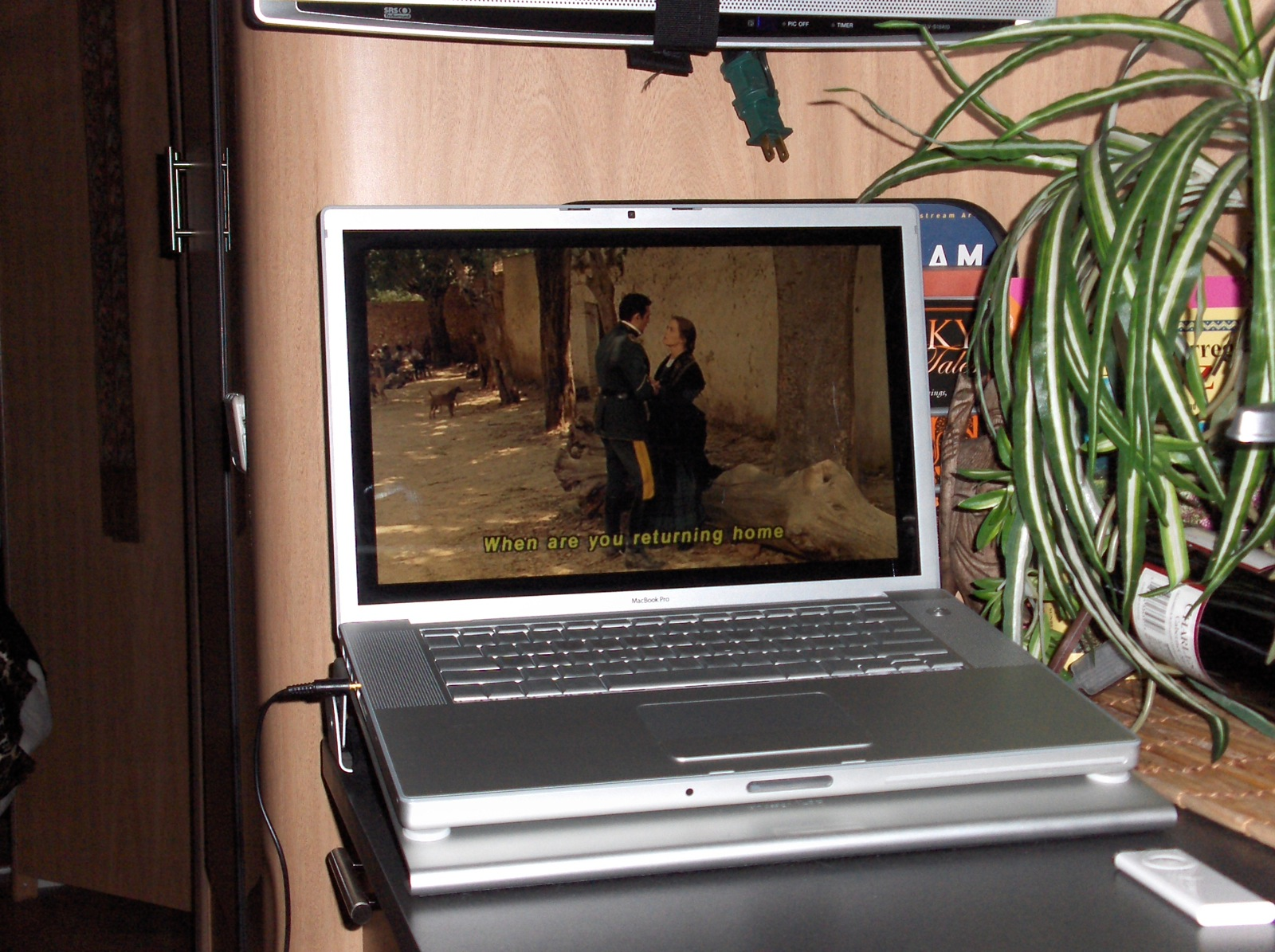 Click image for larger version  Name:HPIM2483 Carmen on MacBook Pro.jpg Views:63 Size:509.6 KB ID:110911
