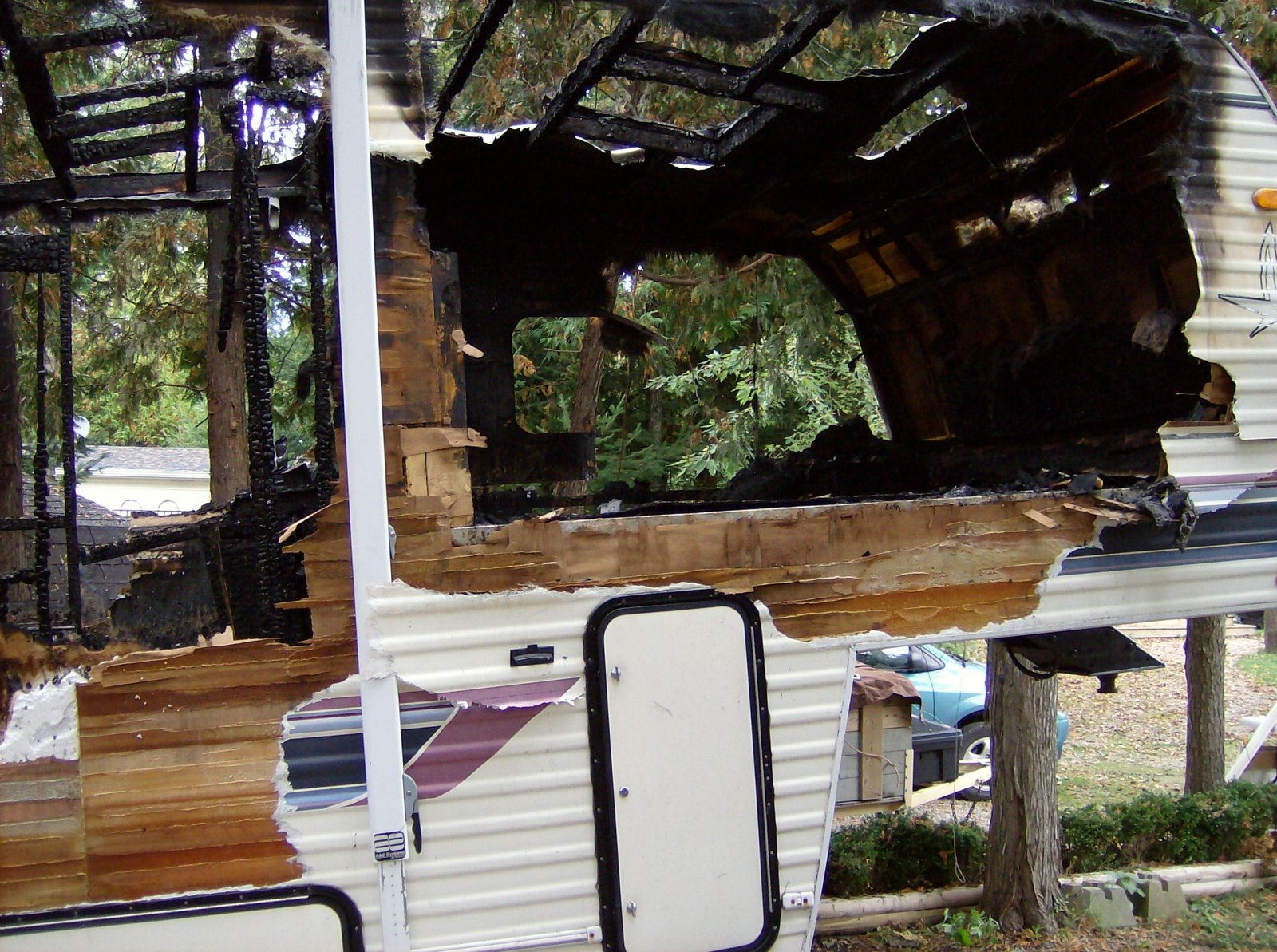 Click image for larger version  Name:Fire Damaged Trailer 003.jpg Views:101 Size:420.7 KB ID:112187