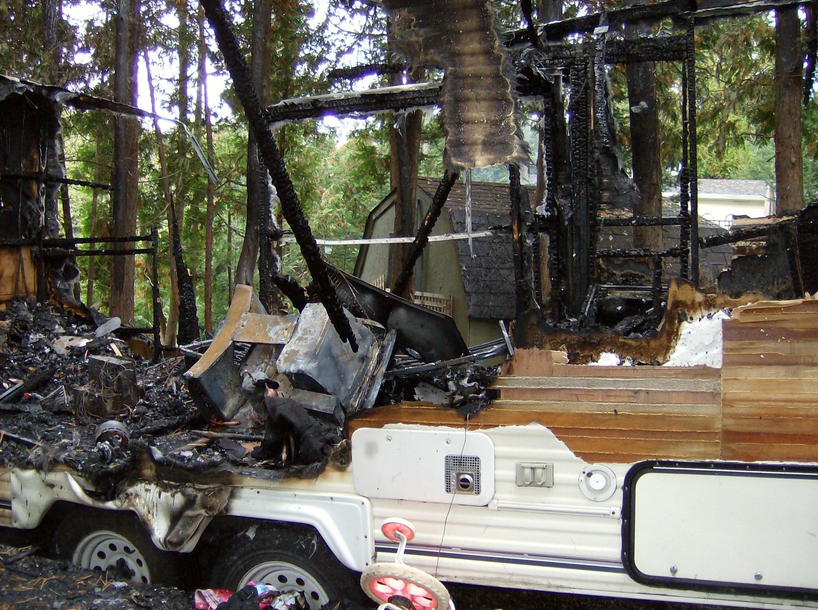 Click image for larger version  Name:Fire Damaged Trailer 004.jpg Views:109 Size:498.9 KB ID:112188