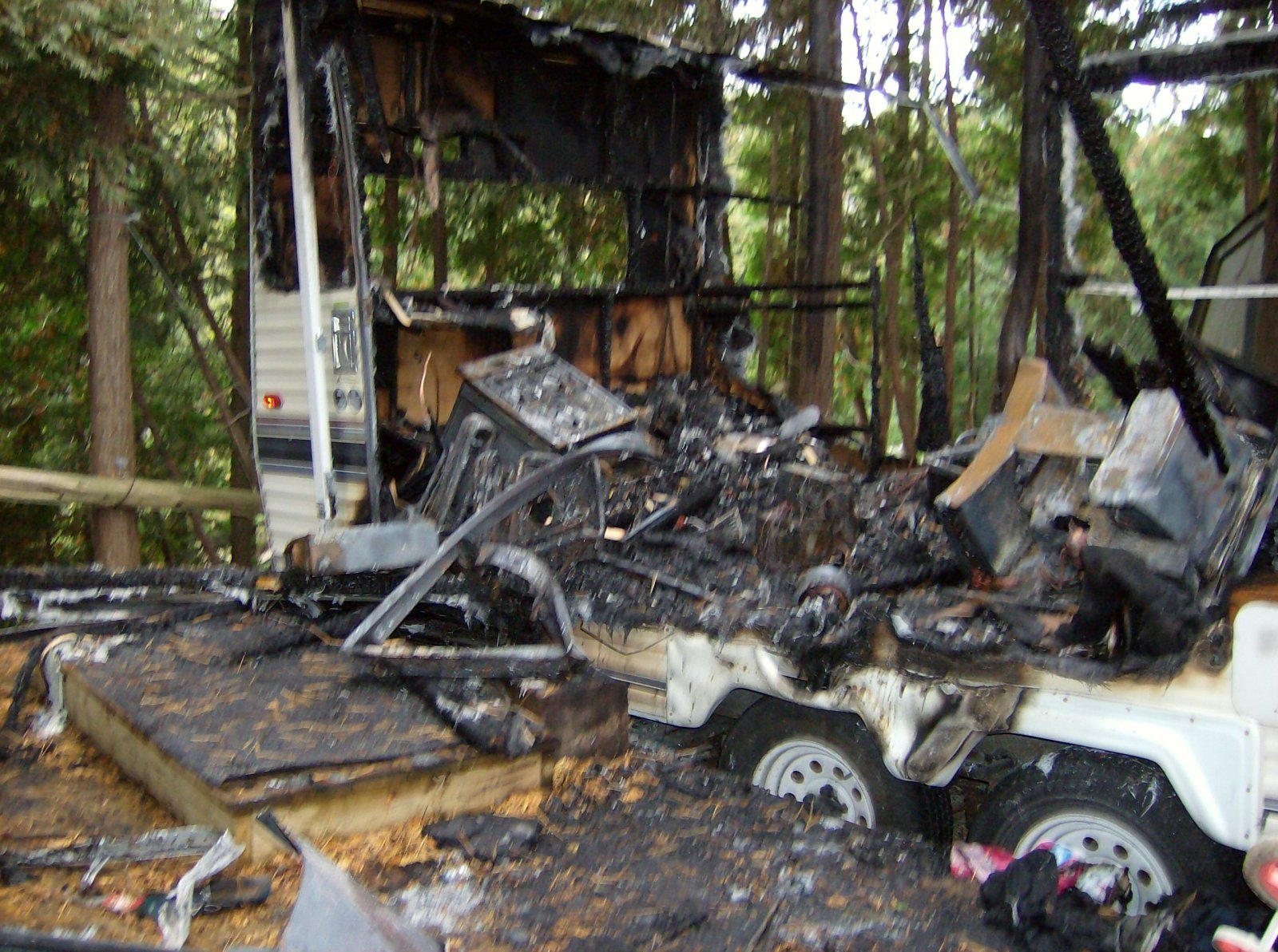 Click image for larger version  Name:Fire Damaged Trailer 005.jpg Views:107 Size:400.3 KB ID:112189