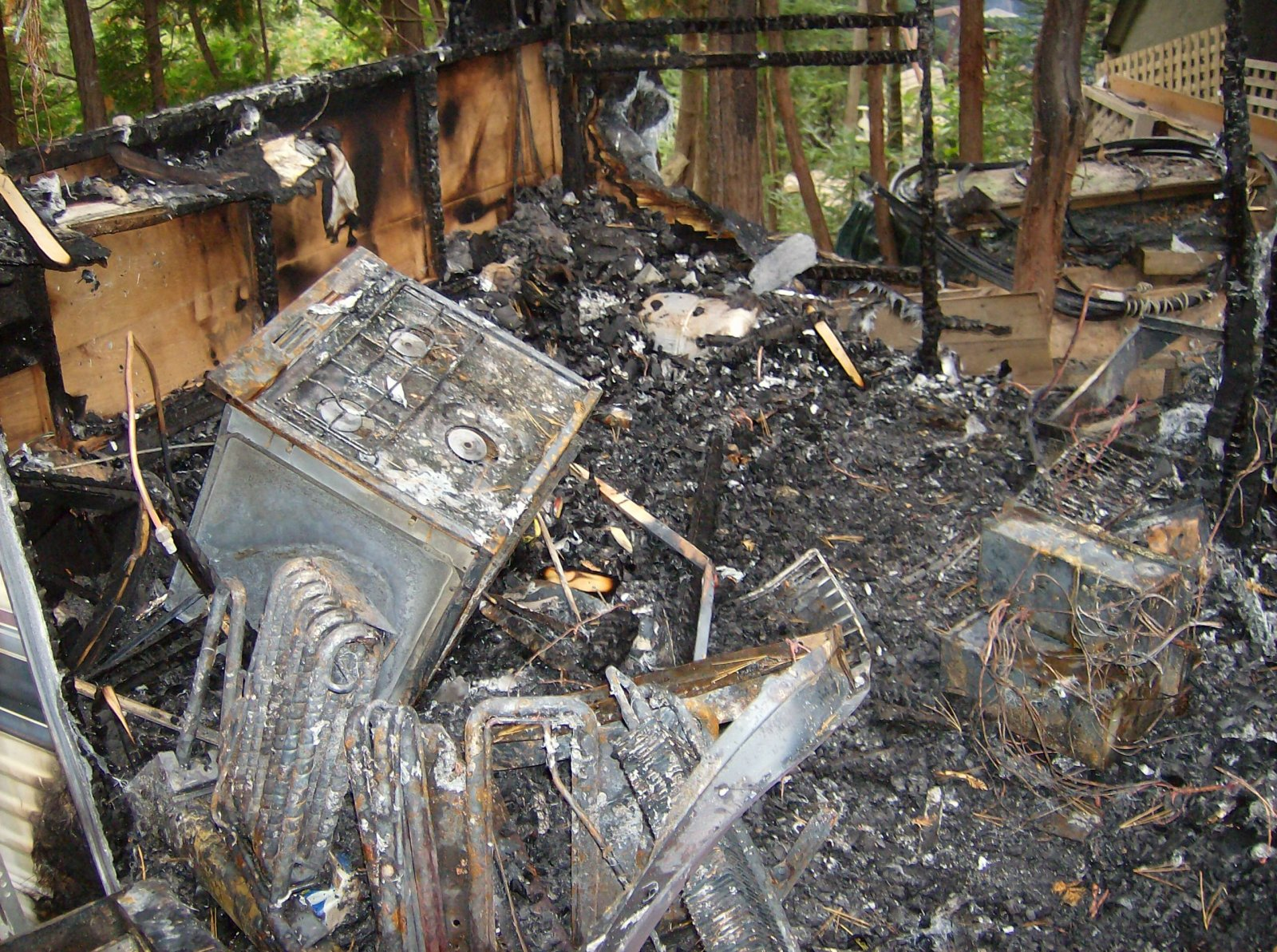 Click image for larger version  Name:Fire Damaged Trailer 006.jpg Views:111 Size:540.8 KB ID:112190