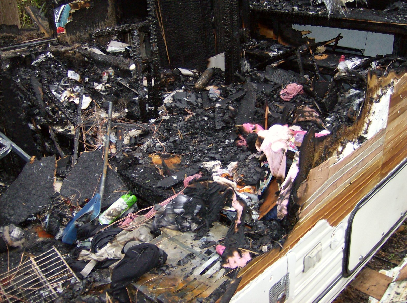 Click image for larger version  Name:Fire Damaged Trailer 008.jpg Views:103 Size:484.5 KB ID:112192