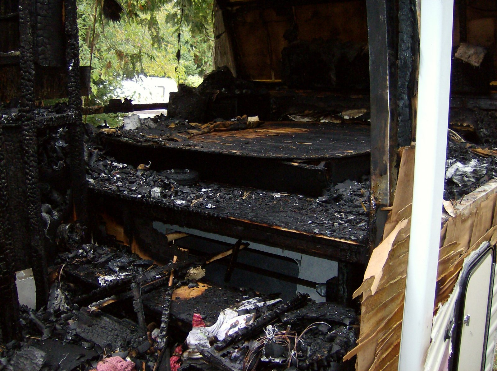 Click image for larger version  Name:Fire Damaged Trailer 009.jpg Views:99 Size:389.4 KB ID:112193