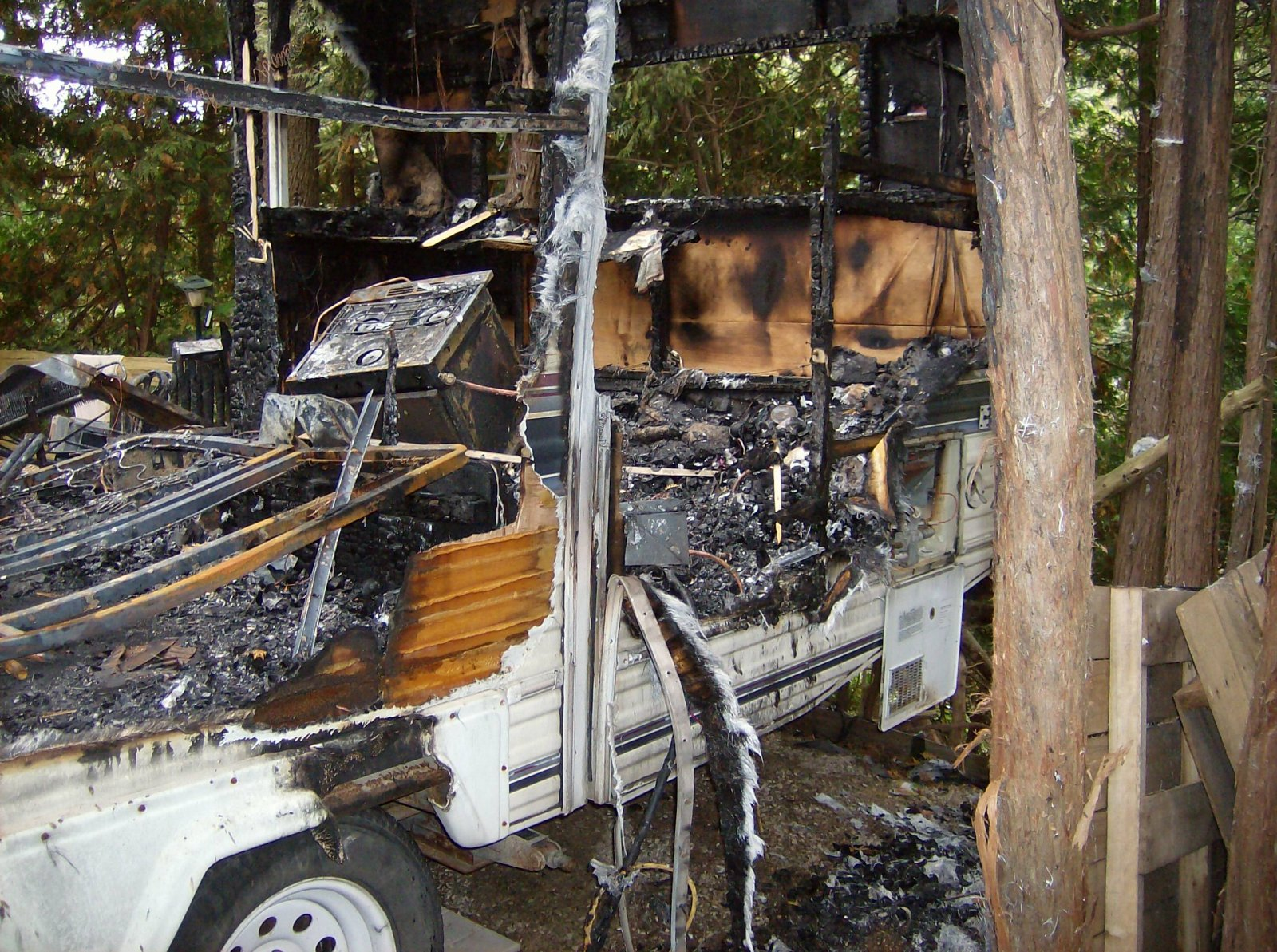Click image for larger version  Name:Fire Damaged Trailer 011.jpg Views:101 Size:511.9 KB ID:112195