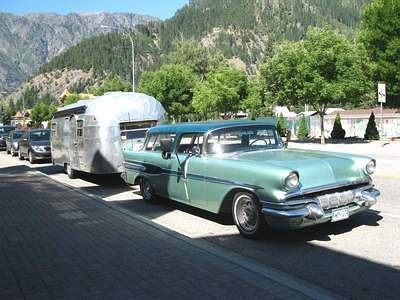 Click image for larger version  Name:1957_Pontiac_Wagon_pulling_airstream_trailer-aug10But.jpg Views:55 Size:23.9 KB ID:112283