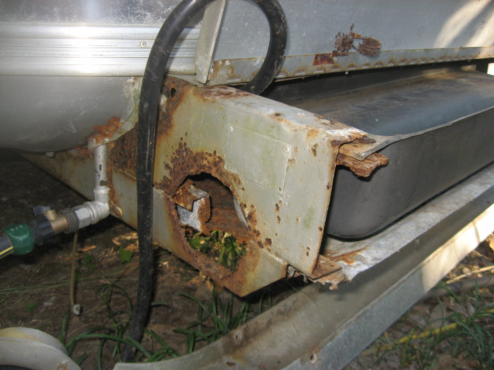 Click image for larger version  Name:Airstream Bumper 006.jpg Views:336 Size:257.0 KB ID:112847