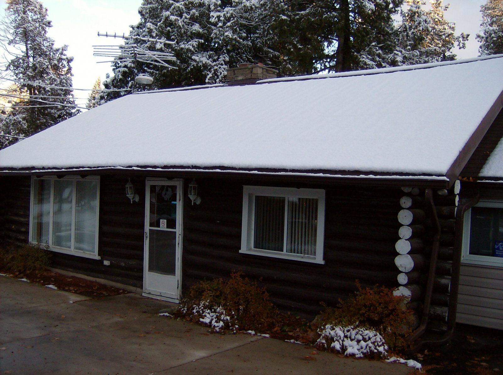Click image for larger version  Name:October 22 2010 First Snow 003.jpg Views:73 Size:333.4 KB ID:113755
