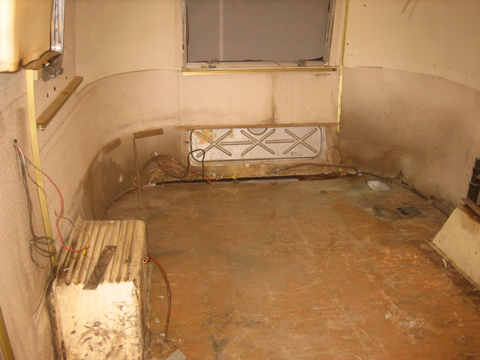 Click image for larger version  Name:AS_old_rear_empty_w:o_bath.jpg Views:71 Size:316.6 KB ID:114206