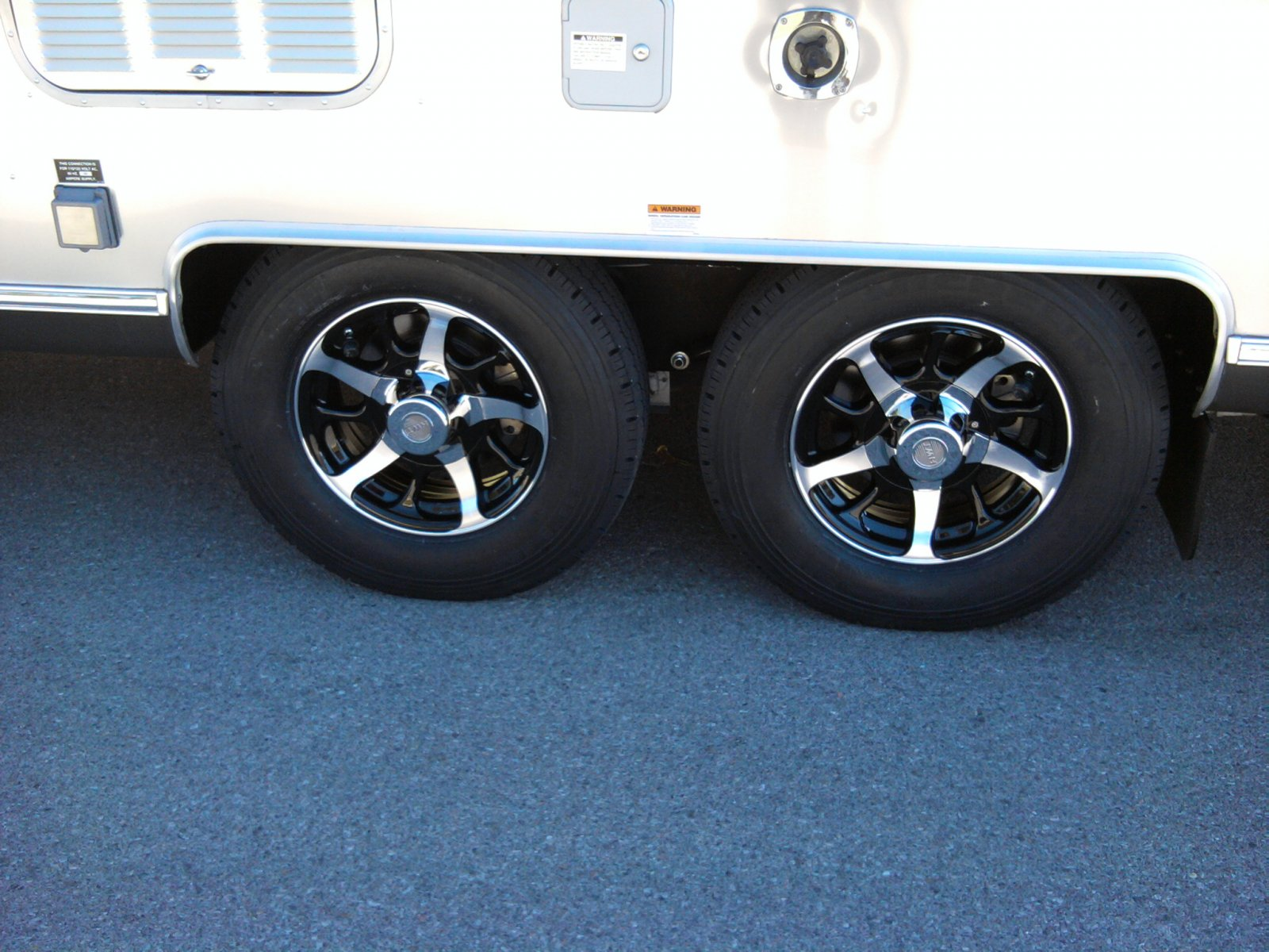 Click image for larger version  Name:Wheels 1.jpg Views:228 Size:285.8 KB ID:114522