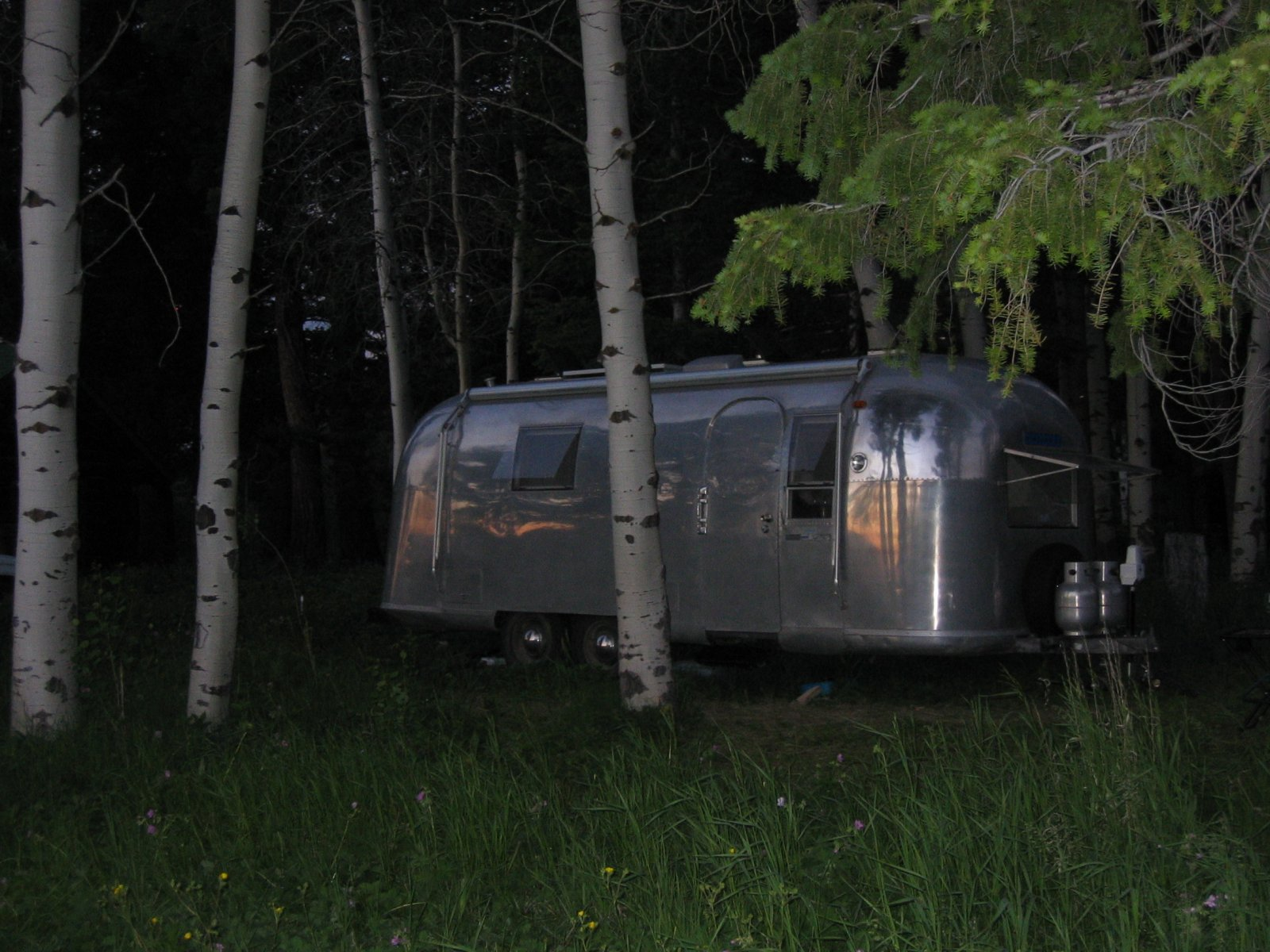 Click image for larger version  Name:Airstream at Night.jpg Views:83 Size:297.8 KB ID:114577
