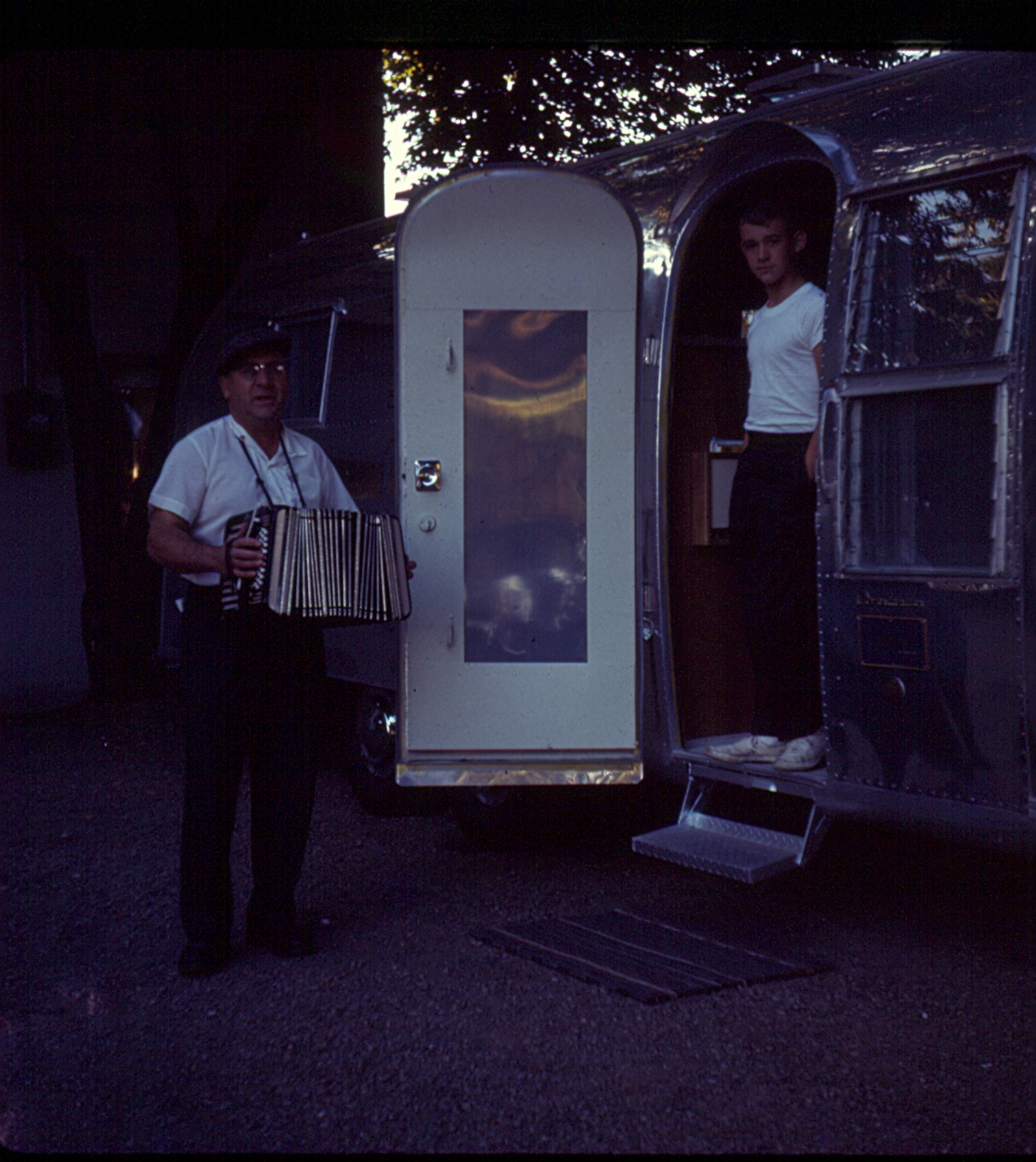 Click image for larger version  Name:Accordian Man.jpg Views:112 Size:768.2 KB ID:115607
