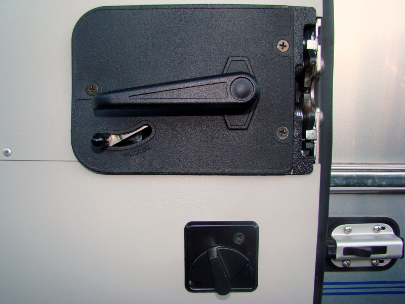 Click image for larger version  Name:2008 Classic 27FB Door Locks.jpg Views:88 Size:347.6 KB ID:115811