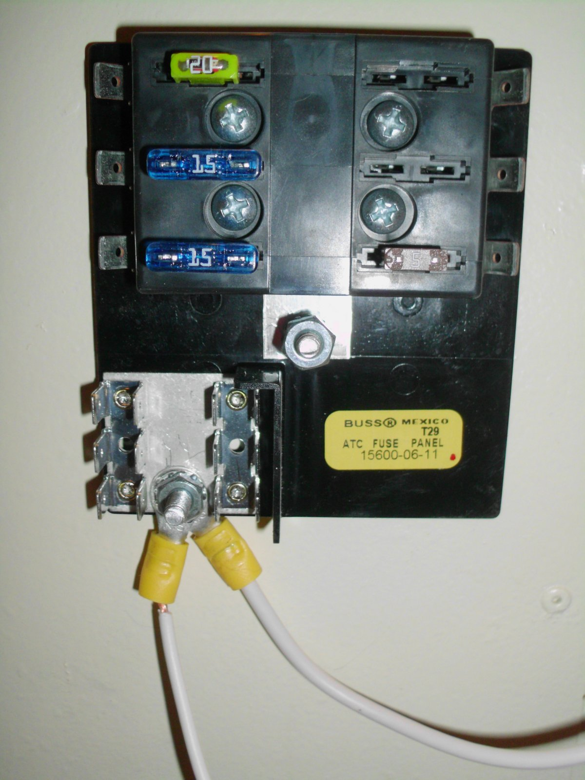 Click image for larger version  Name:fuse box.jpg Views:95 Size:221.1 KB ID:117051