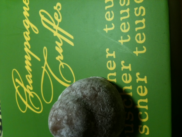 Click image for larger version  Name:Teuscher Champagne Truffes  122310.JPG Views:38 Size:102.6 KB ID:117737