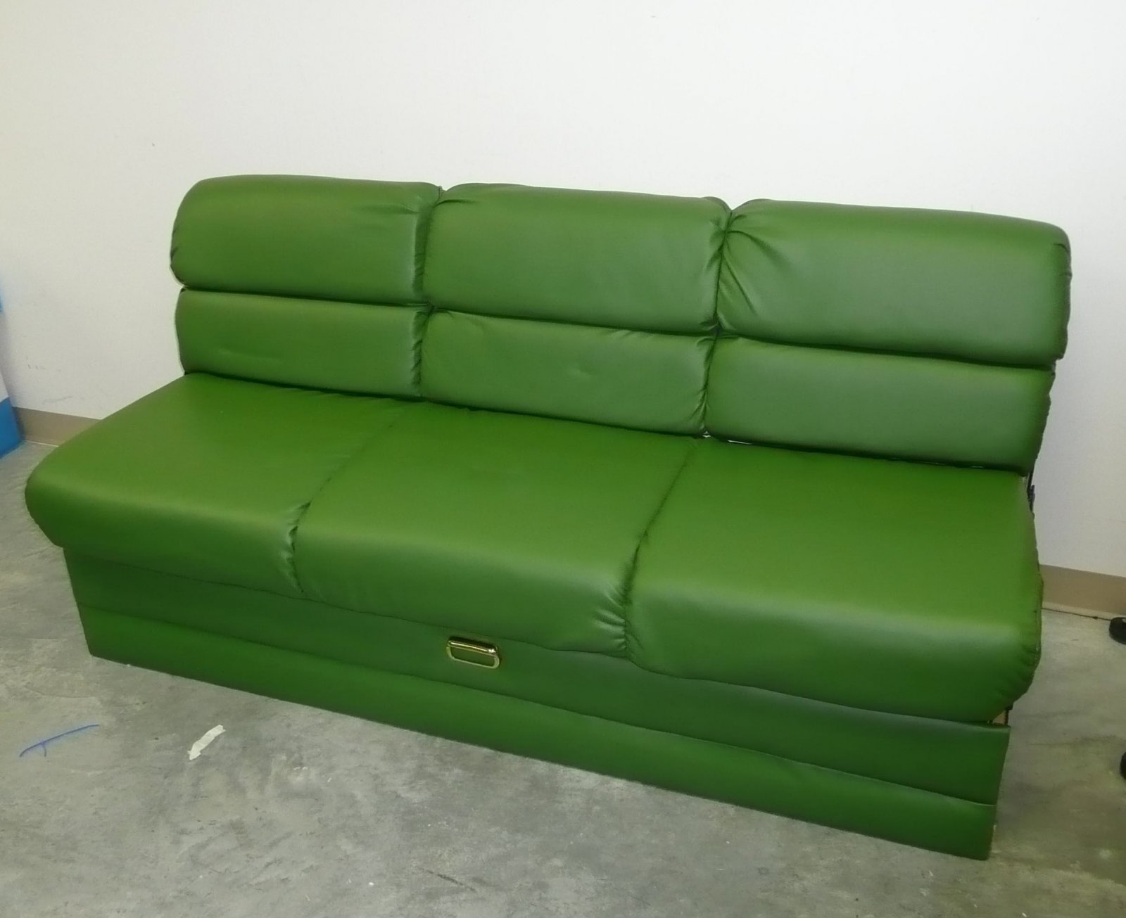 Click image for larger version  Name:Couch 3.jpg Views:113 Size:145.8 KB ID:119266