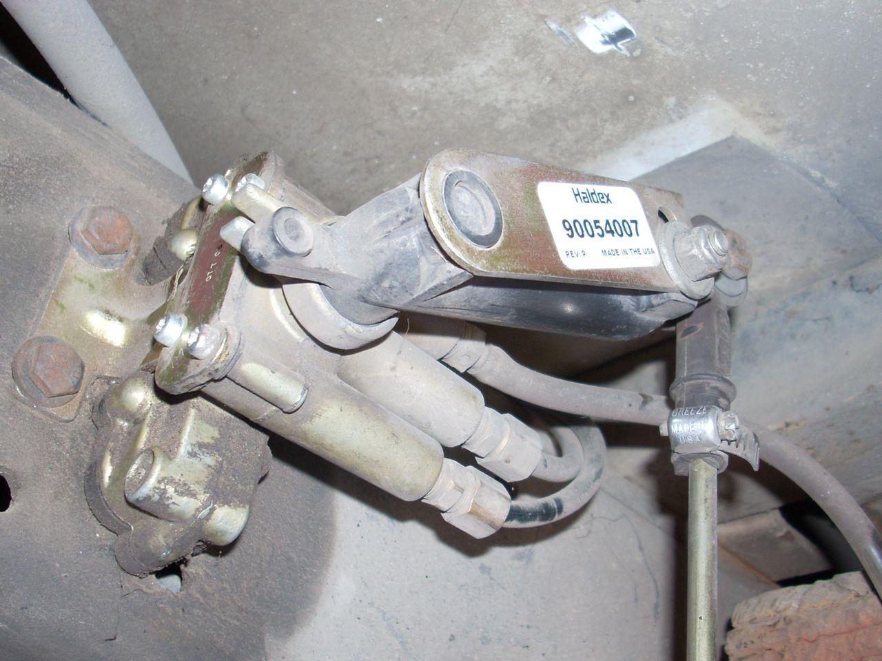 Click image for larger version  Name:DSCN0008 air bag valve.jpg Views:50 Size:163.9 KB ID:119658
