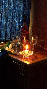 Click image for larger version  Name:Romantic Stateroom.jpg Views:93 Size:64.0 KB ID:12097