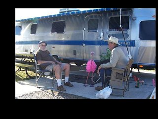 Click image for larger version  Name:Airstream Friends.jpg Views:209 Size:50.9 KB ID:121247