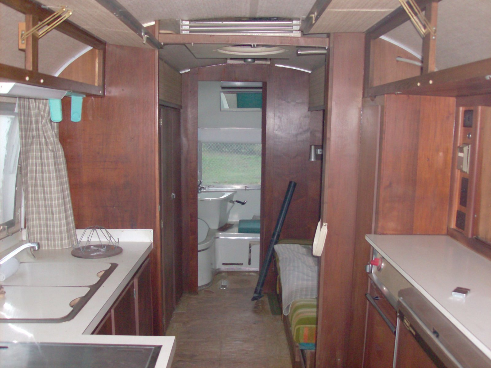 Click image for larger version  Name:airstream 021.jpg Views:63 Size:232.5 KB ID:121473