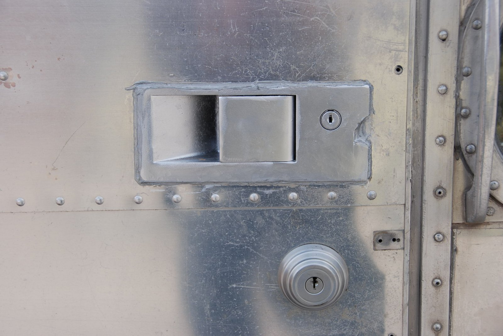 Click image for larger version  Name:airstream lock.jpg Views:1559 Size:233.3 KB ID:122439
